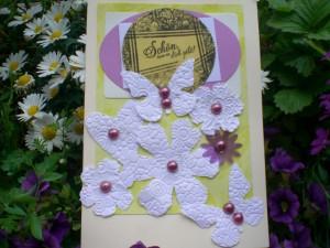 Karte mit gestanzten und geprägten Papierblumen
