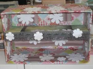 Regal aus einem Pappkarton